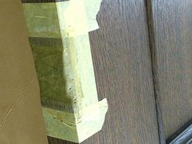 ドア補修のパテ埋め