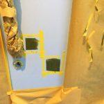 富士市の商業ビル内 玄関ドア補修(パテ打ち)